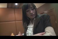 【FC2オリジナル】チャット娘を口説いてガチ撮影 Part.2 -1 ひより(2x才)『自乳首舐めで白目をむいて行く女~着衣のままで電マオナ』